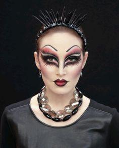I adore this Evil Queen Makeup