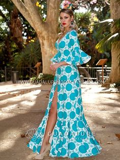 Discover our 2020 collection for flamenco dresses. ✅ Original flamenco dresses of the best quality. Costume Flamenco, Flamenco Dresses, Fashion Show, Fashion Outfits, Womens Fashion, Maxi Robes, Gypsy Dresses, Short Dresses, Formal Dresses