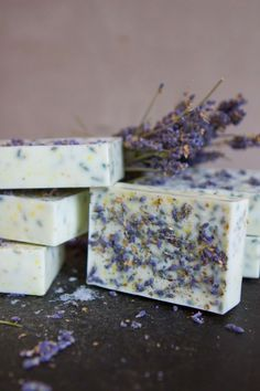 If the gorgeous, handmade appearance of this Lavender Honey Lemon DIY Soap isn't enough to get you crafting, the simplicity will be. This tutorial will teach you how to make your own soap that looks and smells divine. Lavender Honey, Lavender Soap, Honey Lemon, Lavender Fields, Lemon Soap, Honey Soap, Shea Butter Soap, Homemade Soap Recipes, Homemade Gifts