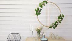 Skapa ett unikt och vackert blomsterarrangemang utav en rockring. Se hela steg-för-steg filmen om hur du gör på: http://www.tv4play.se/program/äntligen-hemma