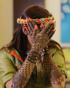 Trending Mehndi designs💖Fun new ways to add your groom's name to your Bridal Mehndi! Mehendi Photography, Indian Wedding Photography Poses, Bride Photography, Dulhan Mehndi Designs, Wedding Mehndi Designs, Mehndi Design Images, Mehndi Art, Henna Mehndi, Henna Art