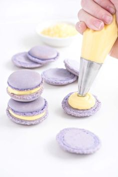 Zitronen Lavendel Macarons Lemon lavender macarons that and light and perfect for any party Tea Cakes, Köstliche Desserts, Dessert Recipes, Plated Desserts, Tea Party Desserts, Picnic Recipes, Health Desserts, Drink Recipes, Lavender Macarons