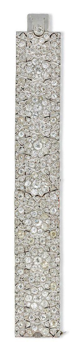 ART DECO DIAMOND BRACELET, BY CARTIER designed as a series of pierced Moorish motifs, circa 1925, 17.0cm long, with French assay mark for platinum
