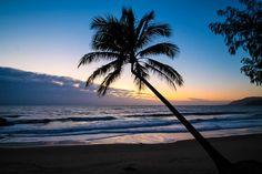 Sonnenuntergang an Strand. Artikel im Reiseblog zu Queensland, Australien: 5 Tipps, wie du deine Reise unvergesslich machst
