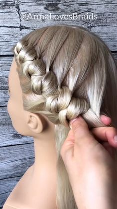 Double knotted braids By: Trendfrisuren Baby trend, akkurater Mittelscheitel oder People from france Bun Hairstyles For Long Hair, Braids For Long Hair, Braided Hairstyles, Dance Hairstyles, Wedding Hairstyles, Hair Style Vedio, Knot Braid, Hair Knot, Hair Upstyles