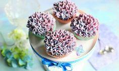 Pyszne babeczkijogurtowe zkremem śmietankowym Miss Cupcake, Desserts, Food, Tailgate Desserts, Deserts, Essen, Dessert, Yemek, Food Deserts