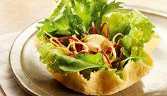 Salada na cestinha de parmesão com molho de grão de bico com Iogurte Desnatado NESTLÉ