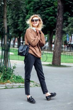 Elegant Fashion. Love the pants and the big sweater. I want it to be autumn right now!
