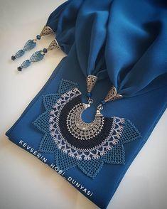 dikkat! #nofilter 😄 ☄ #adana yolculuğuna selamlar 🚅 . . . . . . . . . #uygunfiyat #gununkaresi #kadrajimdan #photo #kolye #taki #takı… Lace Jewelry, Scarf Jewelry, Fabric Jewelry, Boho Crochet Patterns, Crochet Necklace Pattern, Point Lace, Needle Lace, Hand Embroidery, Needlework