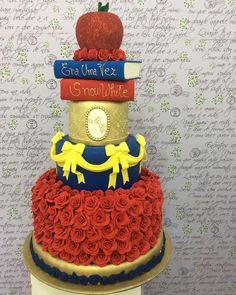 Quando você ouve de alguém que escolheu o tema da festa por causa do bolo, você pensa: como eu tenho sorte !!!!!! Muuuuuito amor envolvido!!!!!