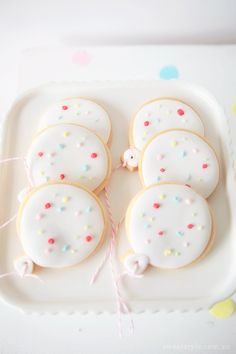 Balloon Cookies - I love this - Indi's Sprinkles and Confetti 4th Birthday Party http://www.sweetstyleblog.com.au
