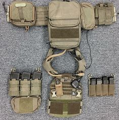 Survival gear basics and tactical skills to get you through an earthquake, disasters, zombie apocalypse, make it home, self-defence and medical emergencies. Battle Belt, Airsoft Helmet, Combat Gear, Tactical Belt, Tactical Equipment, Tac Gear, Military Gear, Military Training, Cool Gear