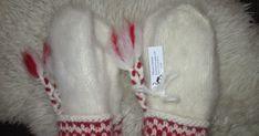 Här kommer mönster på Lovikkavantar. Jag har stickat i Lovikkagarn (100% ull ca 60 m /100g) med strumpstickor 4 mm (stickorna kan ... Knitted Mittens Pattern, Crochet Mittens, Knitting Patterns, Knit Crochet, Fingerless Mitts, Fair Isle Knitting, Drops Design, Crochet Accessories, Twine