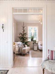 Made In Persbo: Naturligt pyntat Interior Design Living Room, Living Room Designs, Living Room Decor, Christmas Interiors, Christmas Decor, Xmas, Christmas Time Is Here, Winter House, Christmas Inspiration