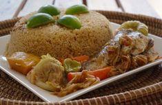 Je ne pouvais pas partir de Dakar sans la recette du plat national, le Tiep bou dien! Lydie m'a donc enseigné sa recette de ce riz au poisson au goût unique. J'ai essayé de simplifier au maximum la recette mais le yet et le bissap sont des incontournables pour le goût du Tiep.