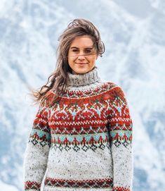 Riddari pattern by Védís Jónsdóttir Hand Knitted Sweaters, Cute Sweaters, Fair Isle Knitting, Free Knitting, Knitting Designs, Knitting Patterns, Handgestrickte Pullover, Icelandic Sweaters, Knit Art