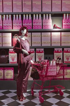 Berry Pinks, 60's style fashion and display #VM #design