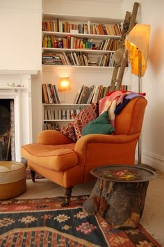 things i love for my living room: orange, slightly faded multi-color rugs, white walls, and books, of course. Living Room Decor, Living Spaces, Living Rooms, Recycled House, White Wall Decor, My New Room, The Room, Cozy House, White Walls