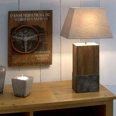 Style industrie 1930 Lampe en bois brut avec empiècement métal www.interiors.fr