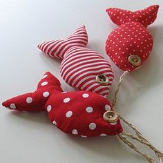 Sew Simple red and white fabric fish on a line. Sewing Toys, Sewing Crafts, Sewing Projects, Fabric Toys, Fabric Scraps, Baby Fabric, Red Fabric, Fabric Fish, Sewing For Kids