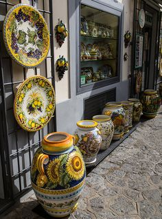 Ceramics in Ravello, Amalfi Coast, Italy Sorrento, Ravello Italy, Raindrops And Roses, Italian Pottery, Banquettes, Tuscan Decorating, Arte Popular, Visit Italy, Ceramic Pottery