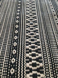 Carpet Decor, Rag Rugs, Weaving Patterns, Weaving Techniques, Carpets, Fiber Art, Loom, Weave, Hand Weaving