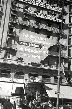 Curiosa foto en Plaza Emilio Castelar en plena guerra civil Valencia City, Madrid, Spanish, War, Civil War Photos, Historia, Valencia Spain, Antique Photos, Civil Wars