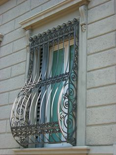 Burglar bars for windows – protect your home from intrusions Window Grill Design Modern, Window Design, Gate Design, Door Design, Window Security Bars, Window Protection, Burglar Bars, Home Safety Tips, Window Bars