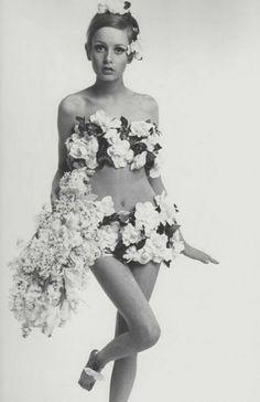 Twiggy portant la mariée de la collection Haute couture été 1968.