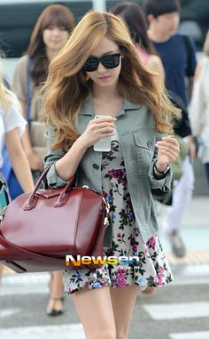 I really like the floral dress that Jessica's wearing.