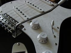 A beautiful Stratocaster with an awfully beauty pick guard.