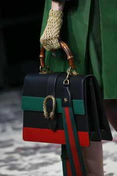 58a253e6a305 A detailed look at Gucci Spring 2016 Fashion Week
