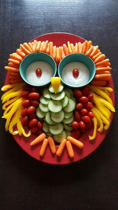 Owl Veggie Tray-Baby Shower//Photo by Kami Eickhoff. Owl or woodland themed baby shower or birthday party