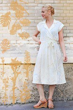 Summer in the City - Süßes weißes Wickekleid mit Cork-Sandaletten - Fertig ist der sommerliche Look!