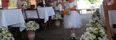 Daminha florista com cesta de pétalas decorada por TPM