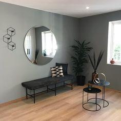 En dempet og sval mintaktig tone Malta, Oversized Mirror, Teal, Furniture, Home Decor, Malt Beer, Decoration Home, Room Decor, Home Furnishings