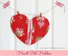 Heart Pot Holder Pattern with @aspoonfulsugar #pattern #potholder #valentines