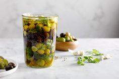 DIY: Gemarineerde olijven en feta