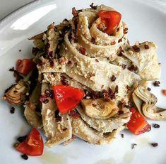 Pappardelle con pesto di carciofi, speck e granella di nocciole