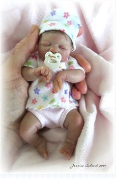 """""""Stephanie"""" by Jessica Schenk, an artist from Oregon, who hand sculpts tiny, one-of-a-kind baby dolls from polymer clay without the use of molds / http://jessicaschenkdolls.com/Jessica_Schenk_Dolls/OOAK_Gallery/Pages/OOAK_Babies.html#22"""