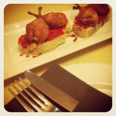 Muslitos de codorniz y mermelada de piquillos