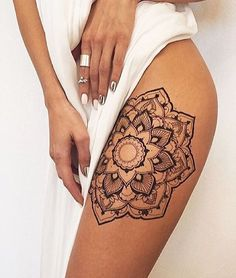 Pretty impressive henna. DIY with out @namaste_collective henna kits that have been restocked in store | via @veronicalilu