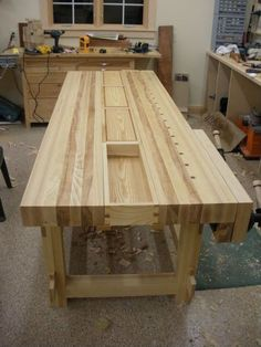 I like the idea of having bins in the open center of the bench - i'd probably do them slightly less wide. #woodworkingbench