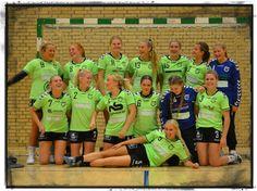 Jeg bliver ofte spurgt omkring sponsorater og i år valgte jeg at sponsorere en spiller i SK Aarhus U18 pige og derudover giver jeg hvert år et bidrag til Kræftramte børn. Børn og unge har en særlig plads hos mig. Jeg fik dette billede fra SK Aarhus - er de ikke fantastiske?