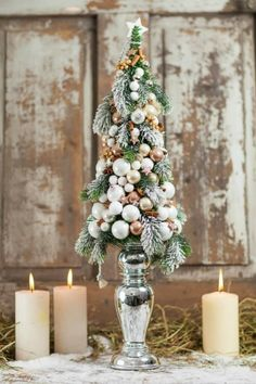 This is beautiful.it could be any color to match any decor. Christmas Design, Christmas Home, Christmas Holidays, Christmas Wreaths, Merry Christmas, Christmas Tablescapes, Christmas Centerpieces, Xmas Decorations, Small Christmas Trees