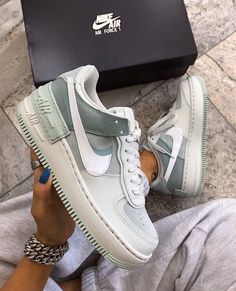 Obsessed with these shoes Dr Shoes, Cute Nike Shoes, Swag Shoes, Hype Shoes, Shoes Sneakers, Nike Custom Shoes, Shoes Jordans, Summer Sneakers, Air Jordans