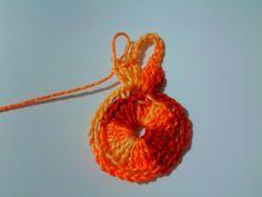 Flores de Crochê: Flor de Crochê Simples - Passo a passo Crochet Earrings, Jewelry, Simple Crochet, Magic Ring, Paper Craft Work, Crochet Flowers, Jewlery, Jewels, Jewerly