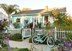 Quite possibly the cutest home ever! If I could have this in Ocean Beach, CA I would be the happiest gal alive!