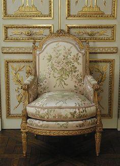 Bergère à la Reine (one of a pair):