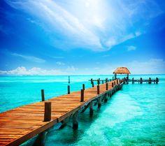 Gökyüzüle denizin mavisinin buluştuğu iskeleler.